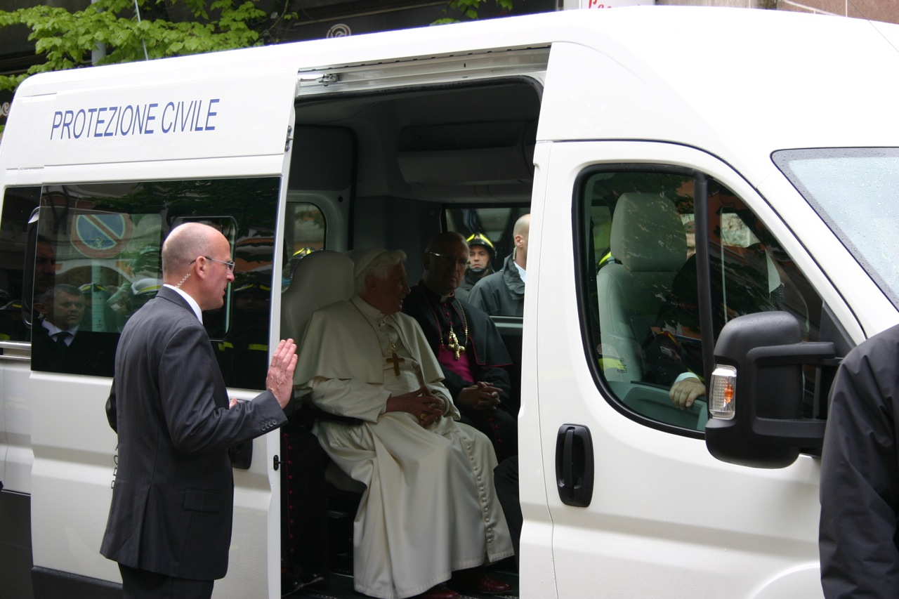 popes-fiat-ducato-panorama-3