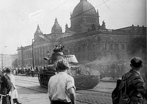 300px-Bundesarchiv_Bild_175-14676,_Leipzig,_Reichsgericht,_russischer_Panzer